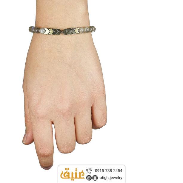 دستبند لابرادوریت و حدید طلایی طبیعی طرح فلش بافت و حدید مکعبی | سایت جواهری عتیق: atigh.jewelry