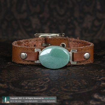 خرید دستبند چرم شتری طبیعی آونتورین سبز معدنی بسیار خوشرنگ جنس فریم برنج | سایت جواهری عتیق: atigh.jewelry