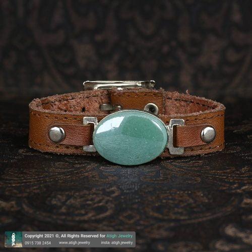 خرید دستبند چرم شتری طبیعی آونتورین سبز معدنی بسیار خوشرنگ جنس فریم برنج   سایت جواهری عتیق: atigh.jewelry